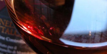 Il vino rosso fa dimagrire: un bicchiere prima di dormire è come la palestra